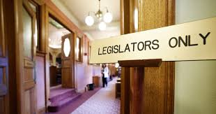 Michigan bill seeks to expand licensing requirements for funeral directors